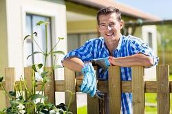 Harold Wood planting hedges RM3